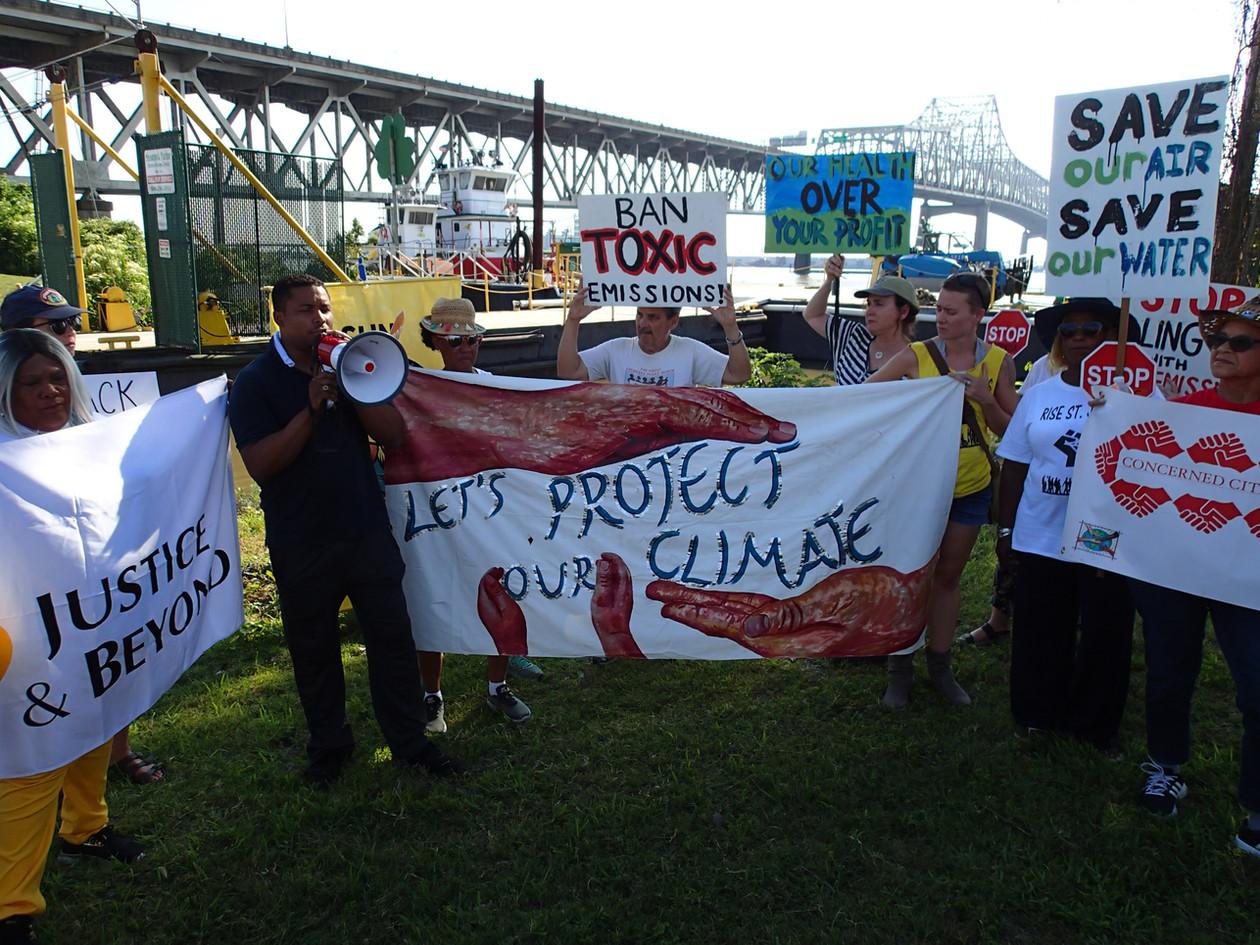 Coalition members marching at Sunshine Bridge