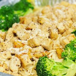 Chix Alfredo w/ Broccoli