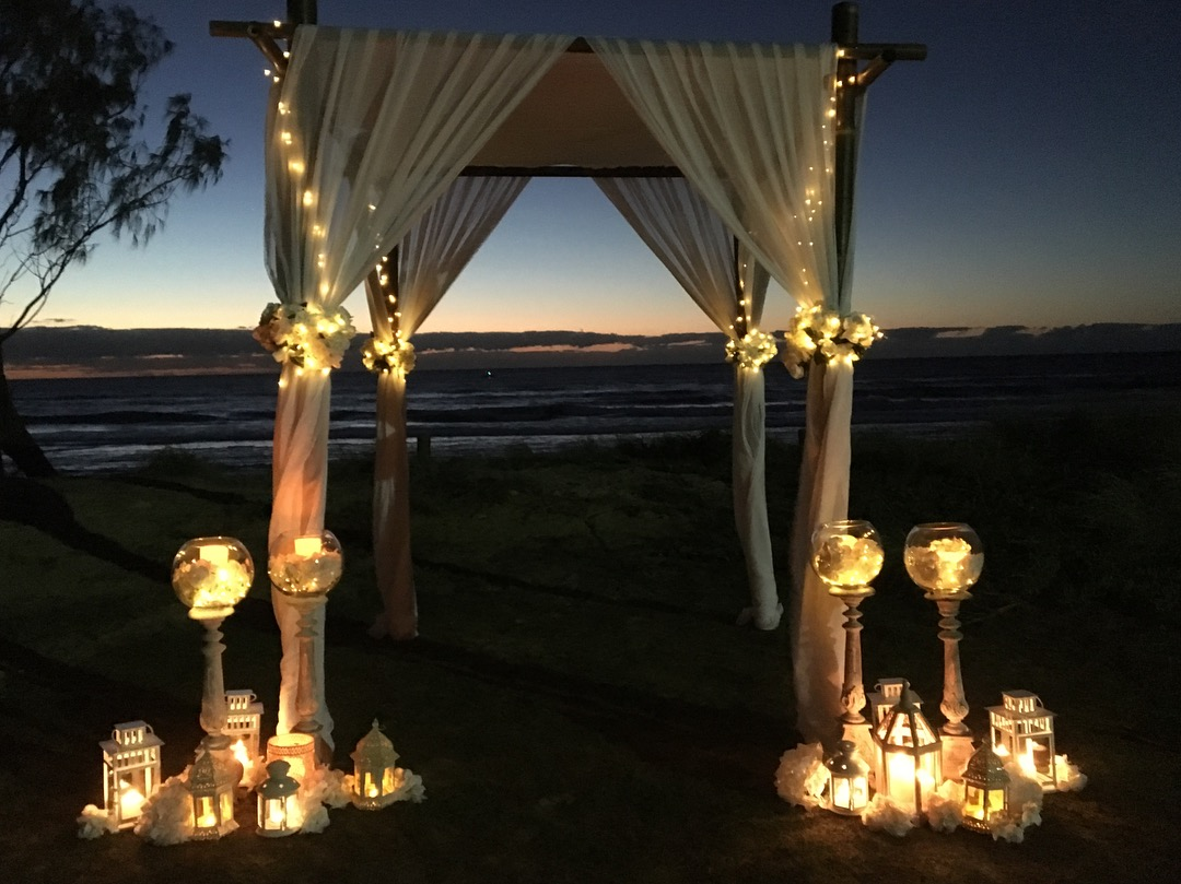 wedding_arbor_fairy_lights_candles.JPG