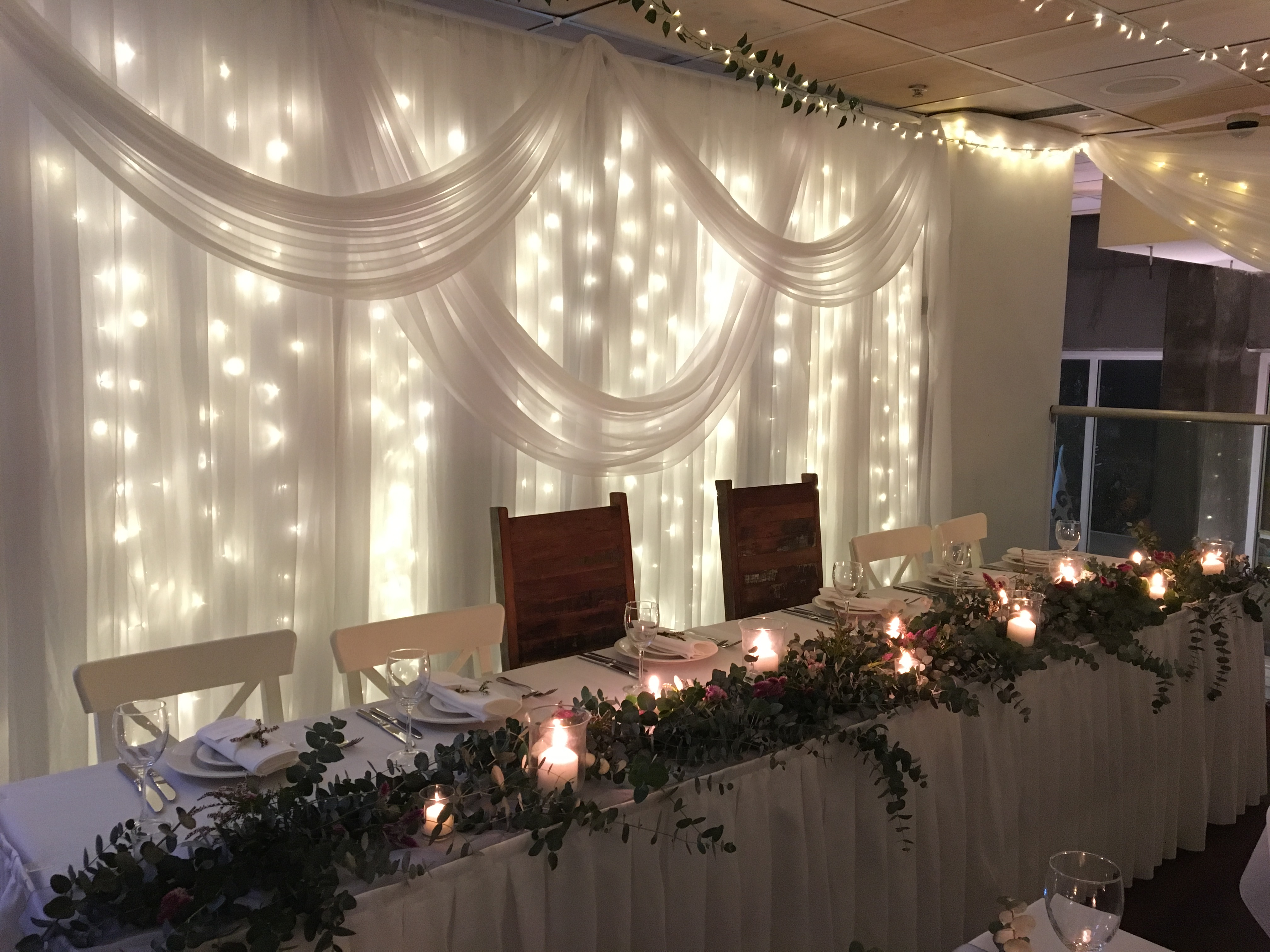 kirra_hub_wedding_reception_fary_light_backdrop.JPG