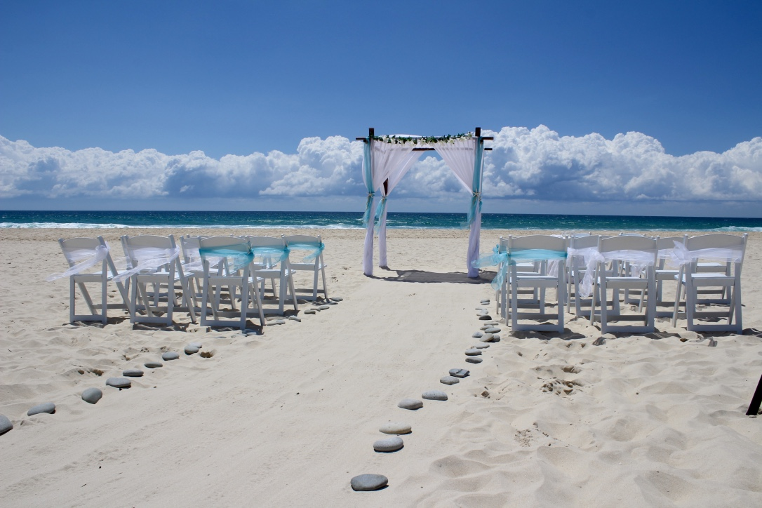 beach_wedding_aqua_blue_gold_coast.jpg