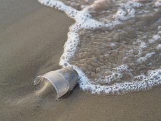 La batalla del sector turístico contra el plástico ha comenzado