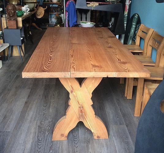 TABLE DE CHALET en PITCHPIN