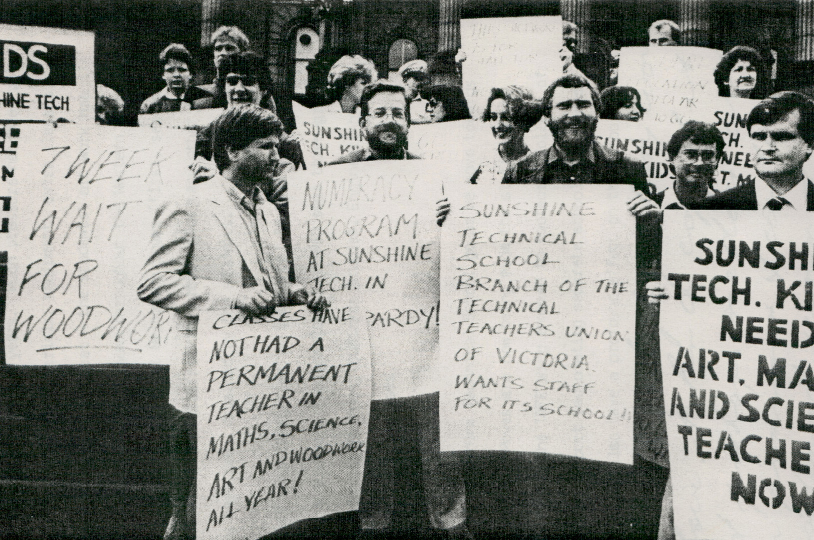 STS strike action 1985.jpg