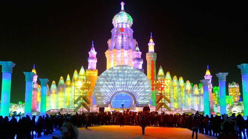 Ice-Castle-Looks-Amazing-With-Night-Ligh