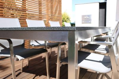 Edelstahl Gartentisch mit Steinplatte