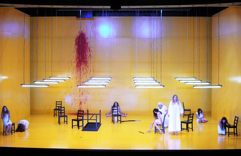 ברנרדה  אלבה תיאטרון באר שבע 2014.jpg