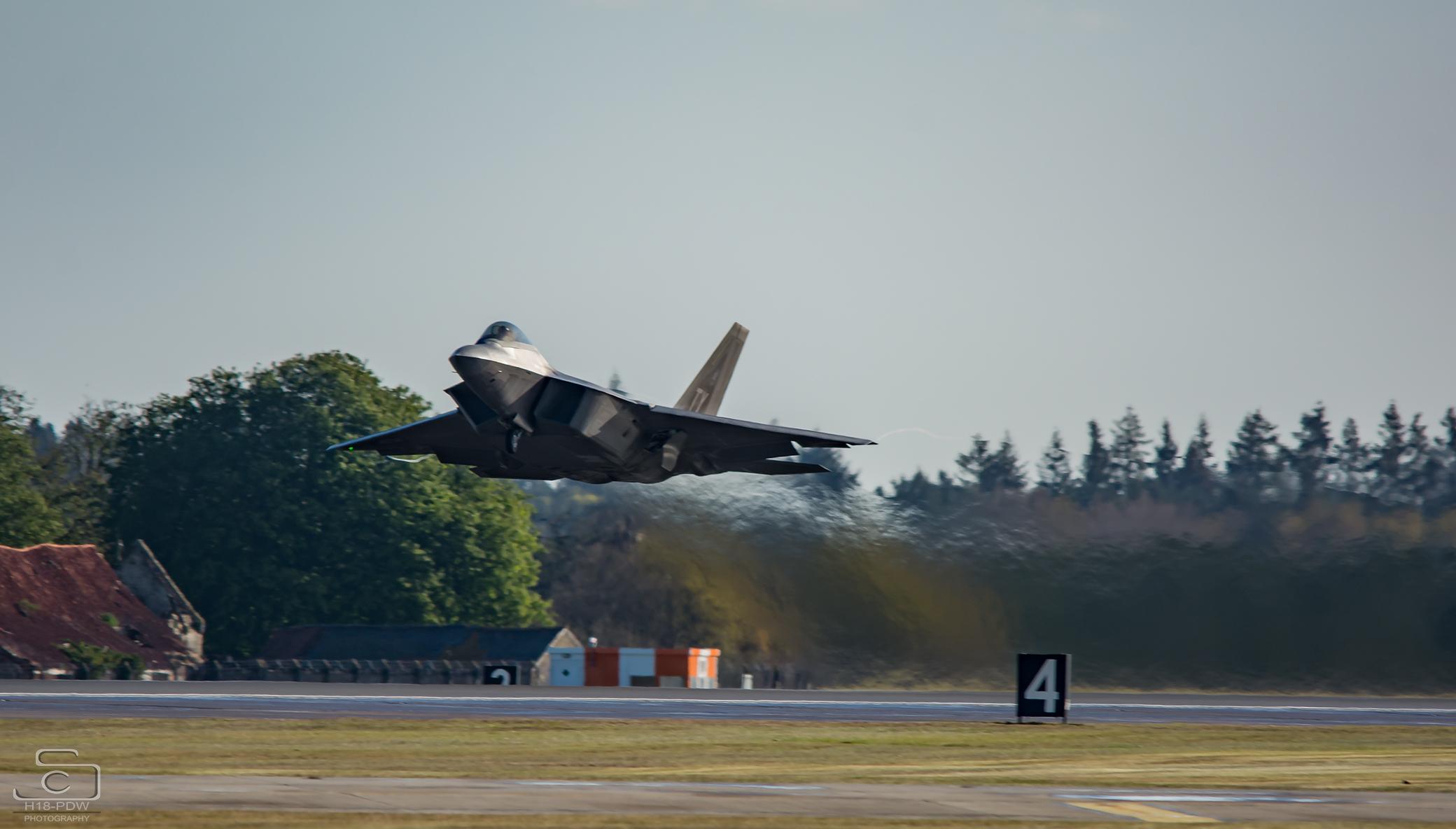 F22 Raptor Lakenheath Taking Off
