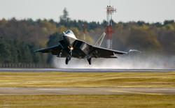 F22 Raptor Lakenheath Lift Off