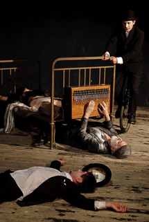 Hólyagcirkusz Társulat - Tudom, hogy élsz (Merlin Színház, 2010)
