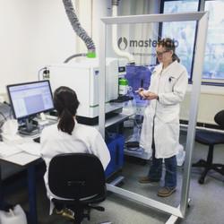 Een hygienescherm voor Masterlab