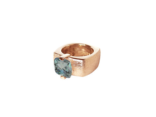 AN8592R-Topaz-Golden Rose & Nat/Blu Topaz 10mm  Sqrd-Band Ring