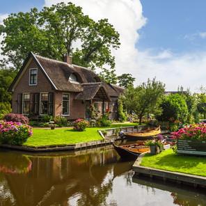 Cómo visitar Giethoorn, la Venecia Holandesa