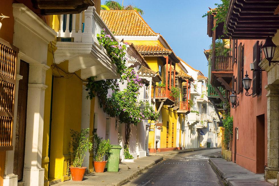calle-colorida-centro-cartagena.jpg