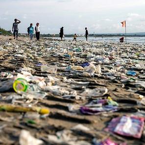 Kuta, un mar de plástico