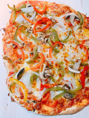 Pizza casera de pimientos y champiñones