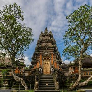 Pura Taman Saraswati, un templo entre flores de loto en Ubud