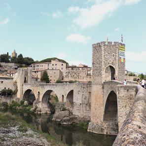 10 Lugares imprescindibles que ver en el pueblo medieval de Besalú, Girona