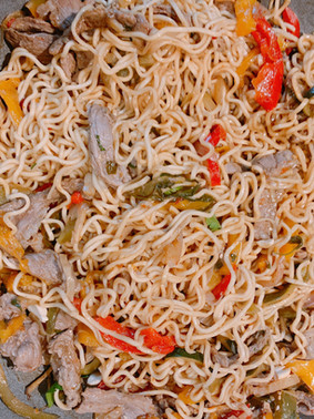 Noodle thai con verduras y ternera
