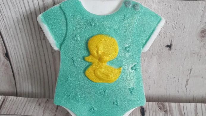 Baby vest bath bomb