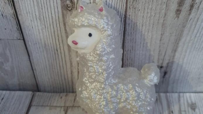 Louise the Llama bath bomb