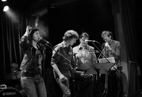 Cabaret Libre Influence, Lion d'Or, Montréal Jean-François Groulx (derrière), Natalie Byrns, Patrice Michaud, Suzanne Gagnon, David Bujold © Frédérique Ménard Aubin