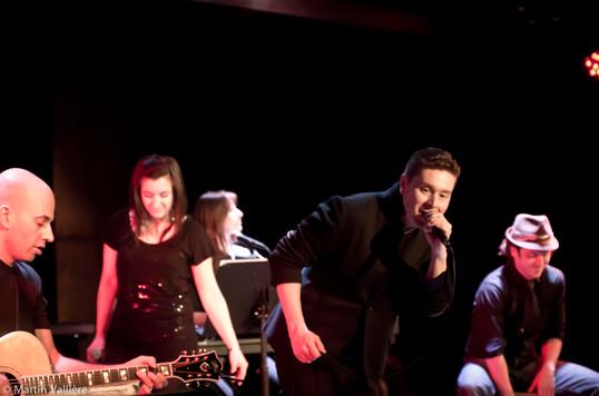 Une scène à 3, Salle Claude-Léveillée, Montréal Danny Ranallo, Natalie Byrns, Emilie Josset, Jimmy Fecteau, Edouard Lamontagne © Martin Vallière