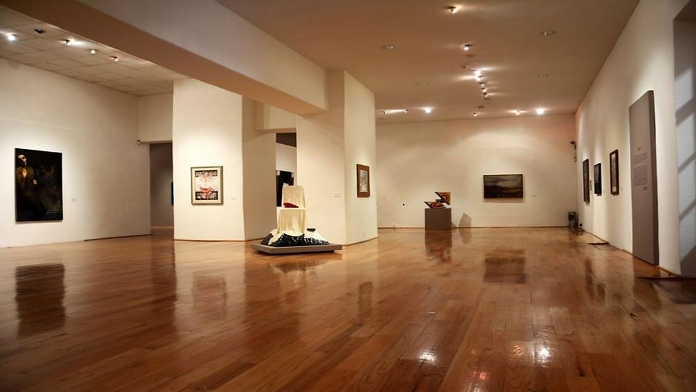 Vista interior de una sala del museo de Arte