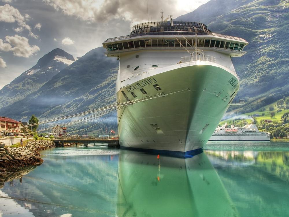 Barco cruzando el Canal de Panamá
