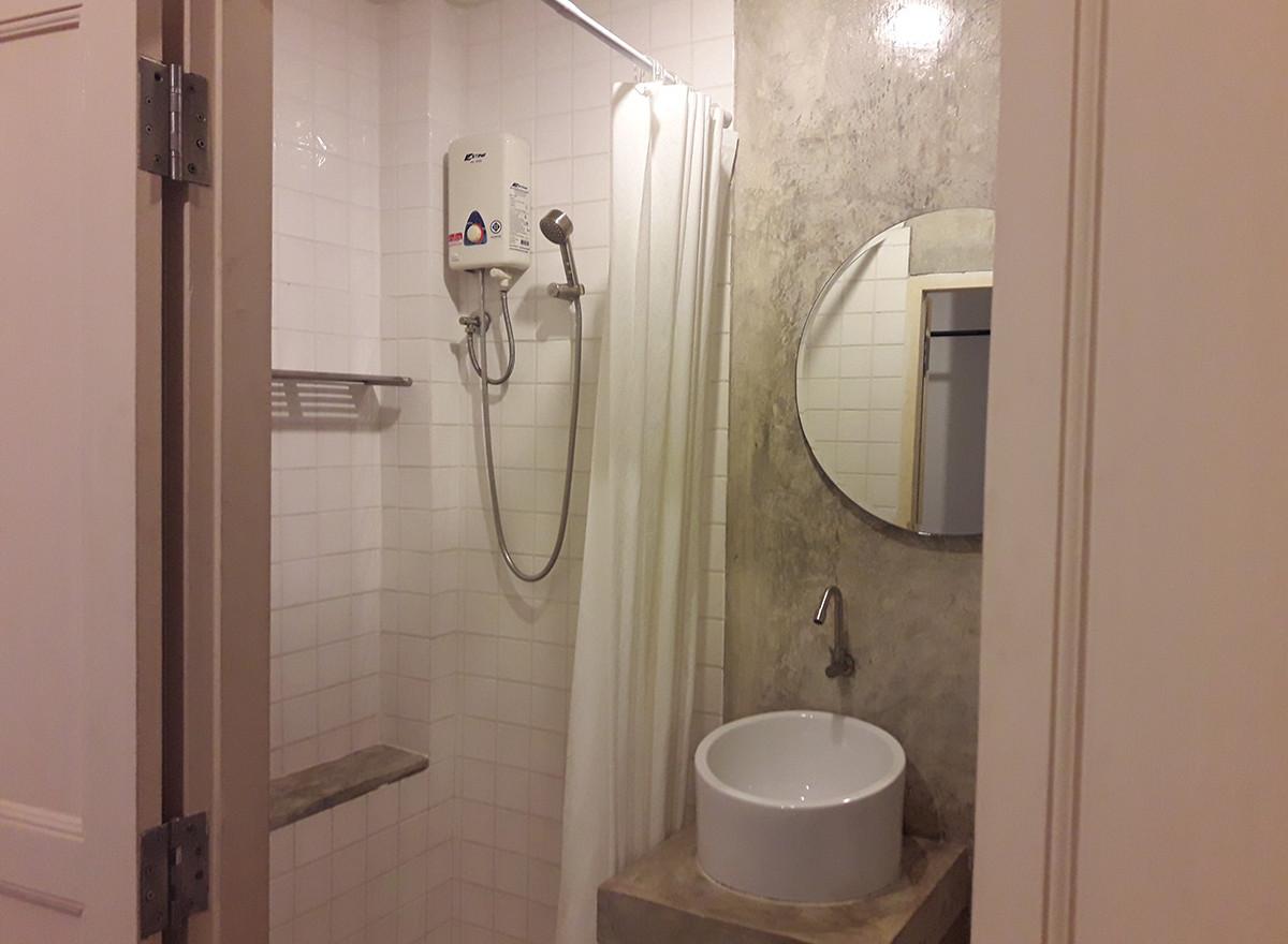 Superior / Budget : Bathroom