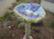 Vogelbad aus Beton und Mosaik