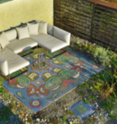 Sitzplatz mit Perlenmosaik