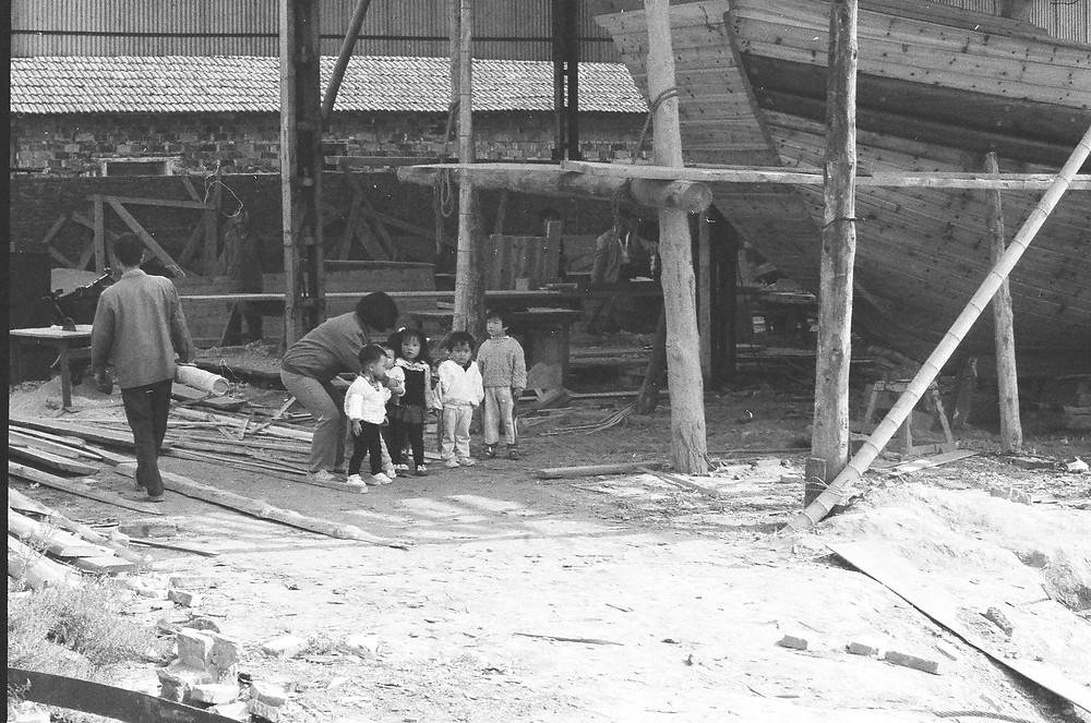 Chinese school children visit the Mei Wen Ti as their teacher tells them about junk boats.
