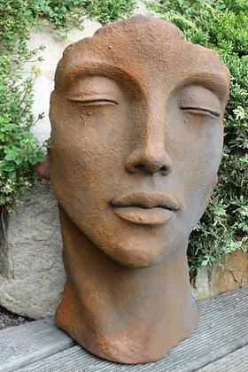 Gesicht Frau; klein; Vidroflor; Steinguss; Rost; Edition Oxid; 116501EO; Gartenkunst; Gartenfigur; Kopf; Skulptur; Galarosa