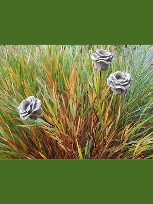 Rose auf Stab zum Stecken; für Teelicht; Steinguss; Gartenblume; Vidroflor; 114411-S; Rosenblüte;  gedrehter Metallstab