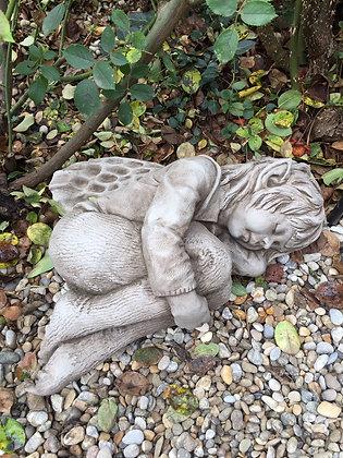 Elfe Faye; schlafend; Fiona Scott; Vidroflor; Pheebert's; PGS024; Steinguss; antik; Nickerchen; müde; Elf; Skulptur; Galarosa