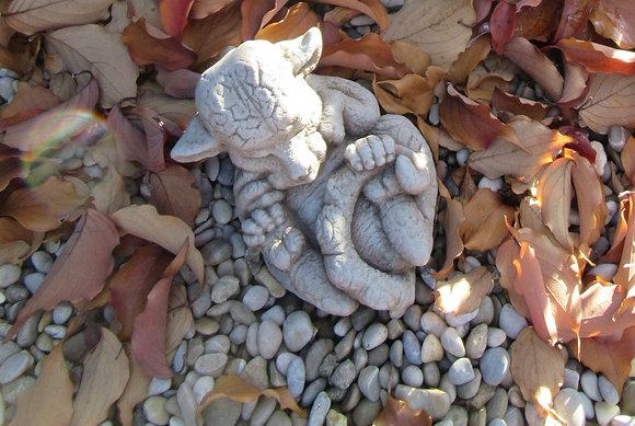 Drachenbaby Smaragd; Steinguss; Fiona Scott; Vidroflor; FS1602; Drachenkind; klein; antik; Galarosa; Babydrache; Gartendeko