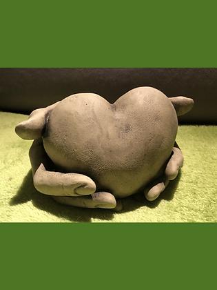 Herz in Hand; Steinguss; Schaugarten; Galarosa; Antik; Vidroflor; 114609; besonderes Geschenk; Liebe; Partnerschaft; Freunde