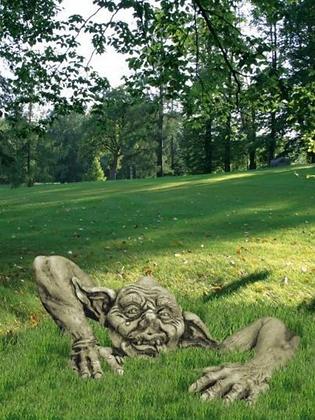 Troll Magnus; Carlos junior; inkl. Arm; Steinguss; Vidroflor; 114533; Antik; grau; Kobold; Gartenfigur; Gartenschreck; Deko