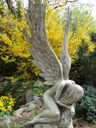 Engel Serafina; Vidroflor; Steinguss; Antik; 118102; kauernder Engel; Gartenfigur; Waldengel; trauernder Engel