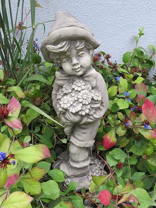 Ferdinand; Junge mit Blumenstrauß; Vidroflor; Steinguss; Gartenfigur; Gartenjunge; 1201-B; Galarosa; Skulptur