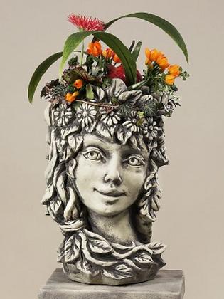Blütentopf Frühling; Zauberblume; Betonguss; Steinguss; frostfest; Blütenkopf; Gesicht; Topf; Kopf; Galarosa; 24-60028