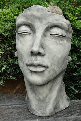 Vidroflor; Gesicht Frau; klein; 116501; Steinguss; Kopf; Kultur; Patina; Gartendekoration; Besonderes für den Garten