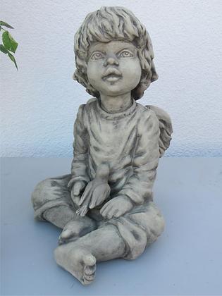 Sura; Engel sitzend; Vidroflor; mit Vogel; Steinguss; 114111; Schutzengel; Gartenfigur; Skulptur; Galarosa; Gartendeko