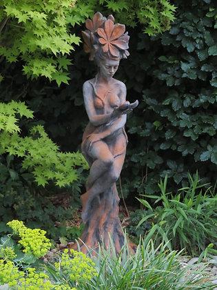 Vidroflor; Galarosa; Kastanie; Baumfrau auf Stamm; Steinguss; Gartenfigur; Gartenskulptur; Steinfigur; 116401R; Baumfigur