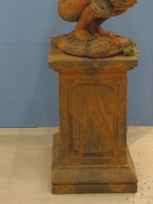 Säule; für Engel Rachel groß; Engel Barbiel; 114925EO: Vidroflor; Steinguss; Edition Oxid; Rost; viereckiges Podest; Galarosa