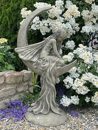 Moderne Romantik; Mondtraum; Galarosa; Steinguss; Gartenfigur; Skulptur; Lunaria; Mondfee; Mondfrau; Mondelfe; Vidroflor