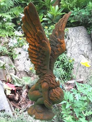 Hockende Engelfrau mit Flügeln; Engel Rachel; Steinguss, Edition Oxid; 8087EO; Gartenfigur; Grabengel