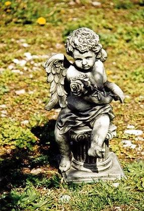 Engel mit Rosen; Rosenstrauß; Helison; Daniel; Engel der Liebe; Vidroflor; Steinguss; 114316; Gartenengel; Grabengel