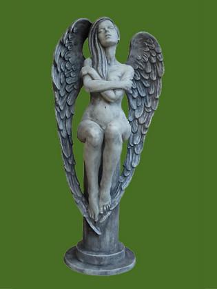 Engel Eloa; Antik; Steinguss; Vidroflor; 116300; Engel auf Säule; Flügel; Gartenfigur; Skulptur; Galarosa